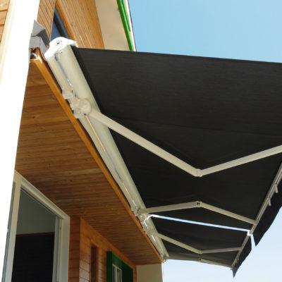 夏のおうち時間を涼しく快適に!直射日光をおしゃれに防ぐ方法とは?